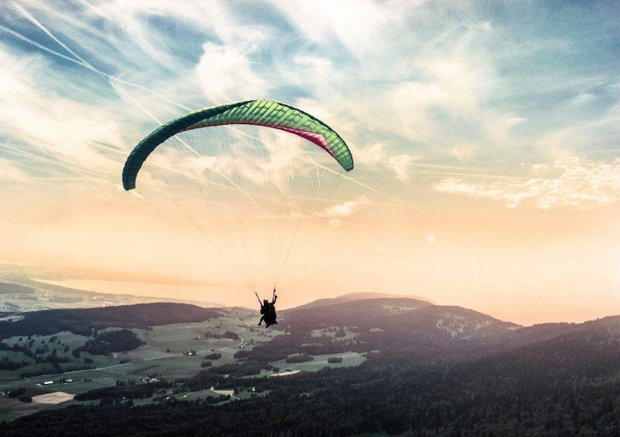 paragliding-1245837_1920
